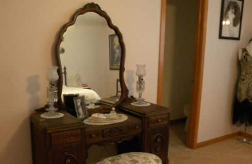 Antique dresser with mirror and old lamps